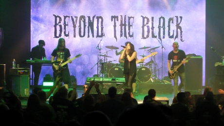 Beyond the Black im Theater